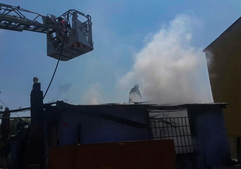 Yenidoğanda gece kondu yangını - Haberler - İstanbul İtfaiyesi