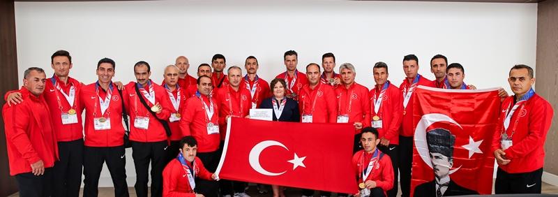 Los Angeles Başkonsolosumuz İstanbul İtfaiyesini makamında kabul etti - Haberler - İstanbul İtfaiyesi