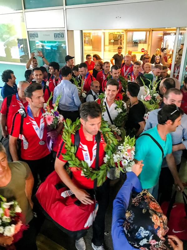 Dünya şampiyonu İstanbul İtfaiyesi yurda döndü - Haberler - İstanbul İtfaiyesi
