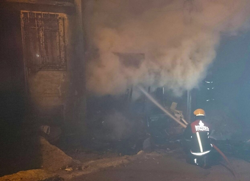 Maltepede metruk bina yangını - Haberler - İstanbul İtfaiyesi