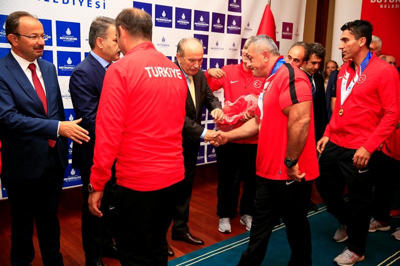 Başkan Topbaş mesai arkadaşlarıyla bayramlaştı - Haberler - İstanbul İtfaiyesi