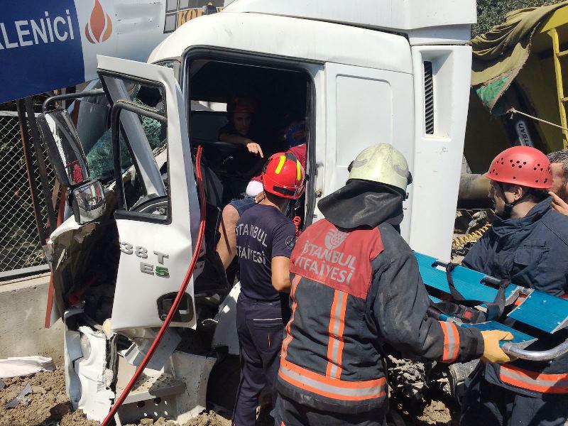 Şişlide trafik kazası meydana geldi - Haberler - İstanbul İtfaiyesi