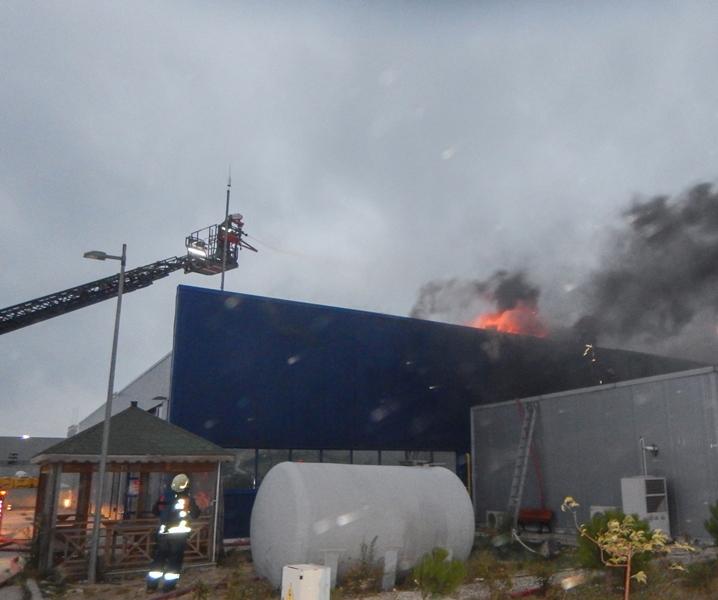 Çatalcada çatı yangını - Haberler - İstanbul İtfaiyesi