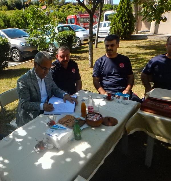 Başakşehir İlçe Kaymakamı Başakşehir İtfaiye Gurubunu Ziyaret Etti - Haberler - İstanbul İtfaiyesi