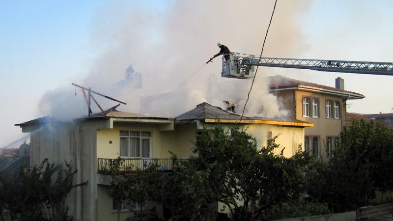 Silivride çatı yangını - Haberler - İstanbul İtfaiyesi