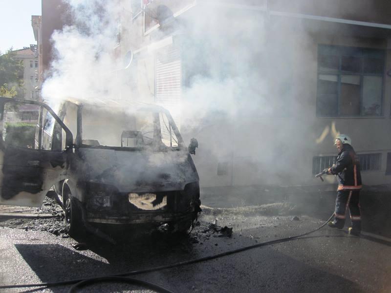 Kartalda araç yangını - Haberler - İstanbul İtfaiyesi