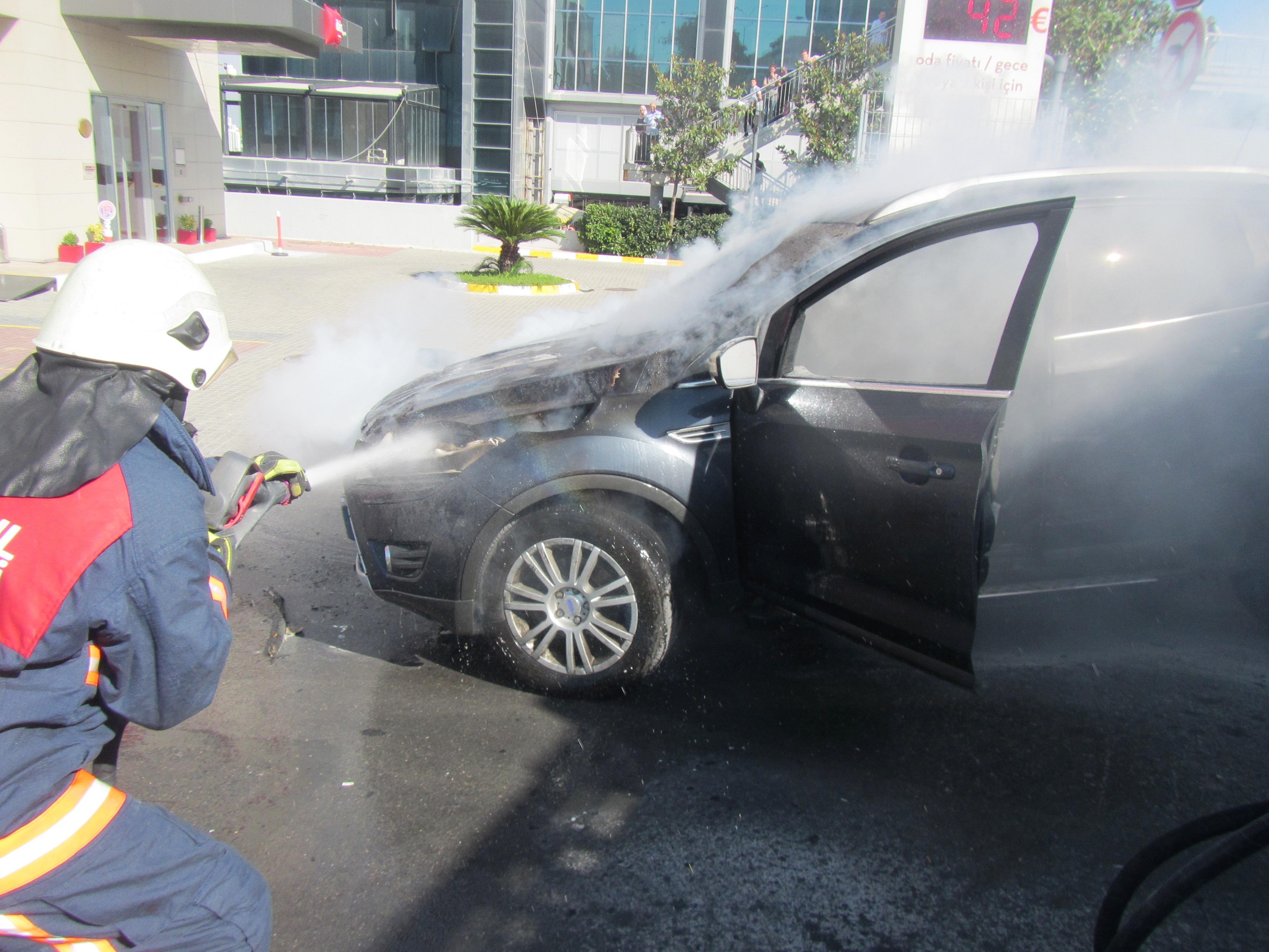 Esenyurtta araç yangını - Haberler - İstanbul İtfaiyesi