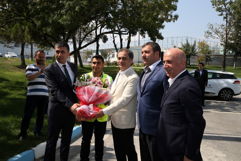 Genel Sekreter Baraçlı Görev Başındaki Personelle Bayramlaştı - Haberler - İstanbul İtfaiyesi