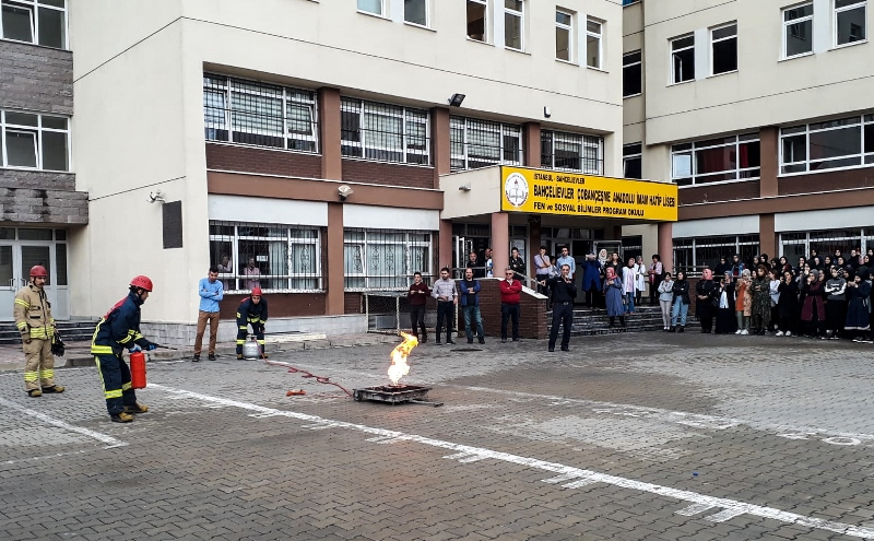 Gençlerimizi yangına karşı bilinçlendiriyoruz - Haberler - İstanbul İtfaiyesi