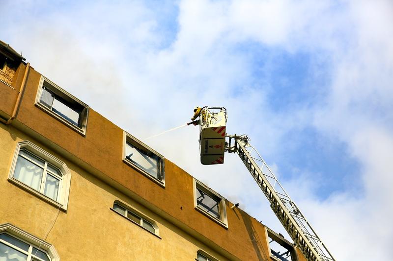 Halkalıda çatı yangını - Haberler - İstanbul İtfaiyesi