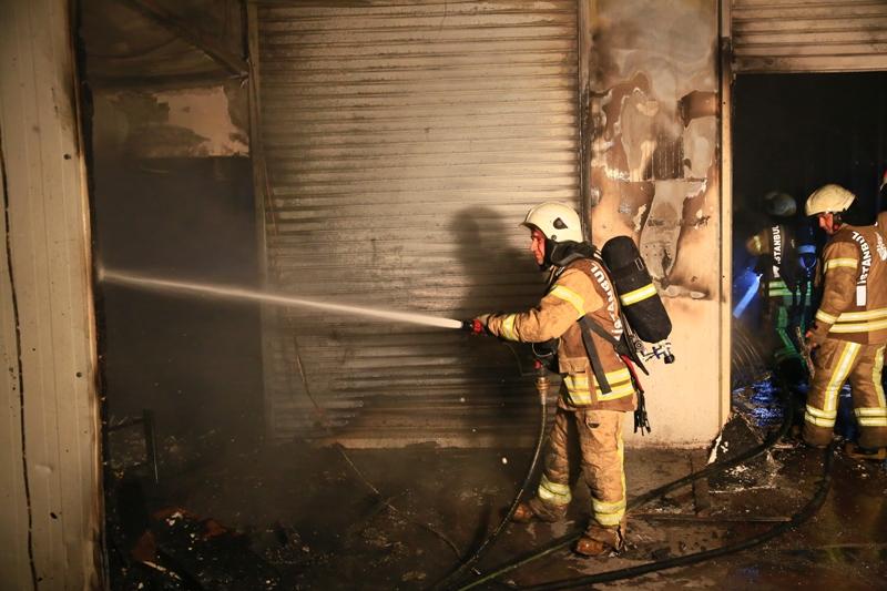 Fatihte baraka yangını - Haberler - İstanbul İtfaiyesi