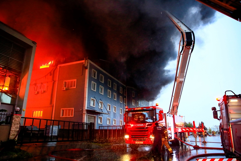 Esenyurtta fabrika yangını - Haberler - İstanbul İtfaiyesi