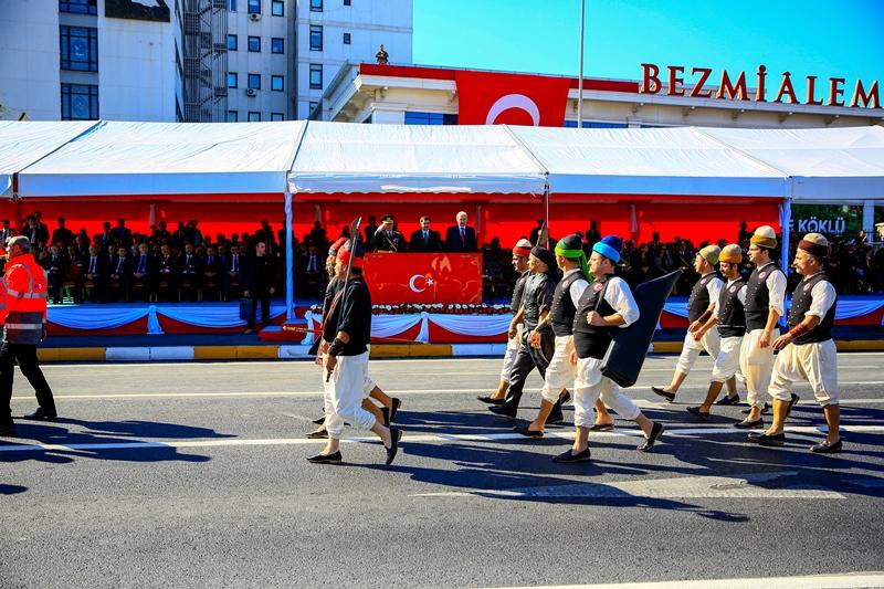 29 Ekim Cumhuriyet Bayramı  İstanbulda coşkuyla kutlandı - Haberler - İstanbul İtfaiyesi
