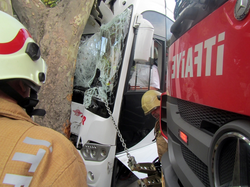 Bakırköyde trafik kazası - Haberler - İstanbul İtfaiyesi