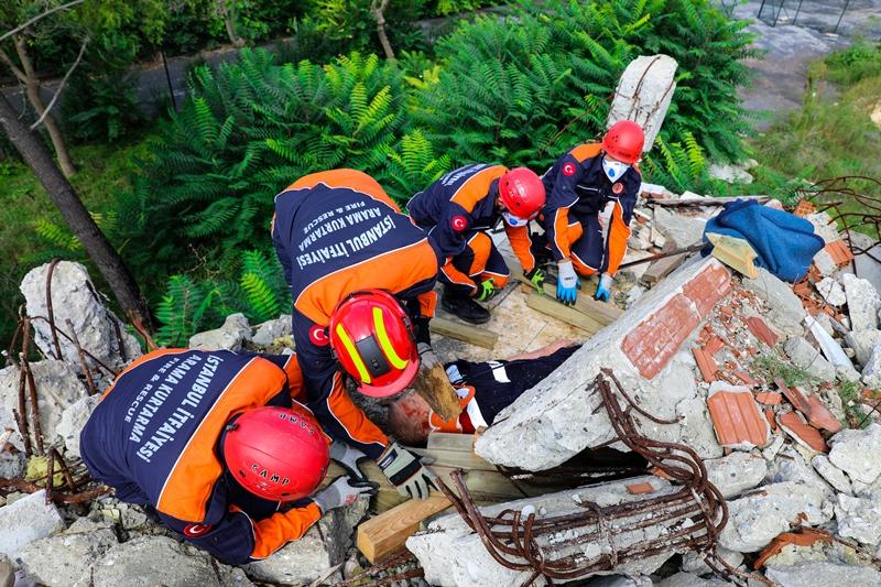 Eğitimlerimize Bina Çökmeleri, Toprak Kaymaları ve Dar Alanda Arama Kurtarma Eğitimi ile devam ediyoruz - Haberler - İstanbul İtfaiyesi