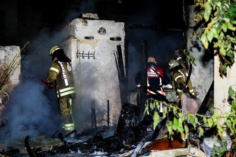 Silivrikapıda gecekondu yangını - Haberler - İstanbul İtfaiyesi