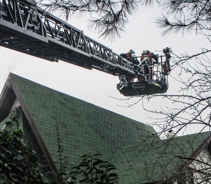 Tuzlada çatı yangını - Haberler - İstanbul İtfaiyesi