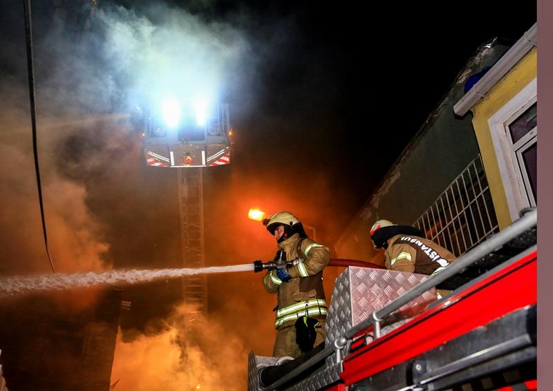 Mevlanakapıda metruk bina yangını - Haberler - İstanbul İtfaiyesi