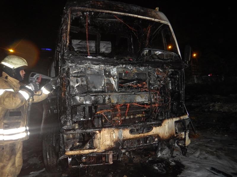 Ataşehirde tanker yangını - Haberler - İstanbul İtfaiyesi