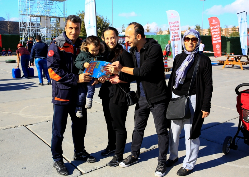 İstanbullular En Sıkı İtfaiyeci olmak için yarıştı - Haberler - İstanbul İtfaiyesi
