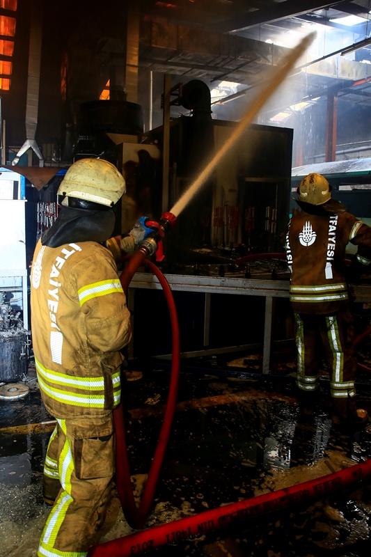 Avcılarda işyeri yangını - Haberler - İstanbul İtfaiyesi