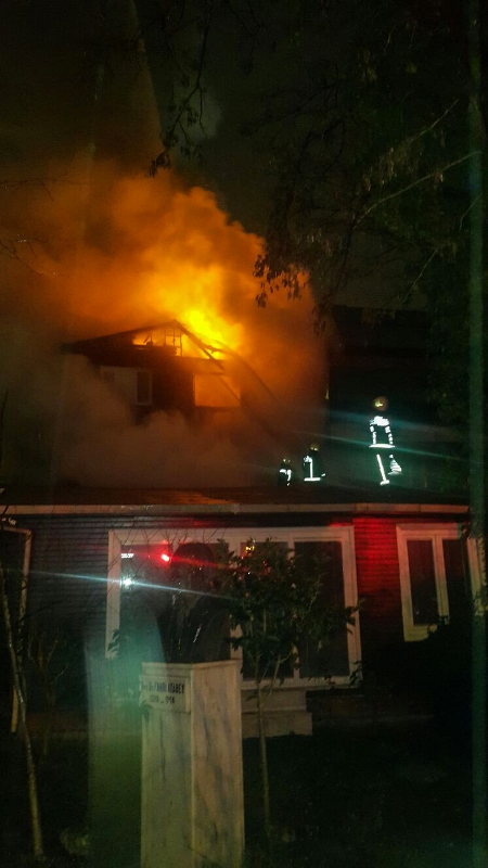 Kadıköyde ahşap bina yangını  - Haberler - İstanbul İtfaiyesi