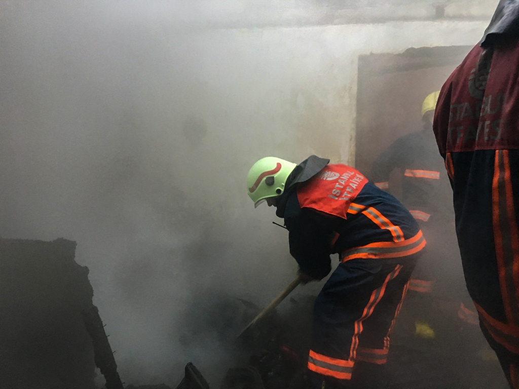 Sarıyerde gecekondu yangını - Haberler - İstanbul İtfaiyesi