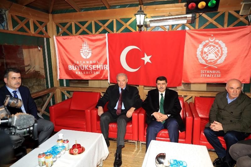 Başkan Uysal yeni yıla mesai arkadaşlarıyla birlikte girdi - Haberler - İstanbul İtfaiyesi