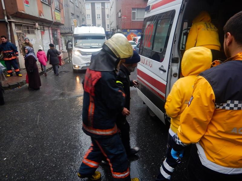 Bayrampaşada kömürlük yangını - Haberler - İstanbul İtfaiyesi