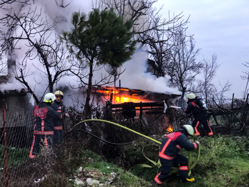 Arnavutköyde gecekondu yangını - Haberler - İstanbul İtfaiyesi
