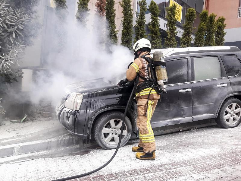 Beşiktaşta araç yangını - Haberler - İstanbul İtfaiyesi