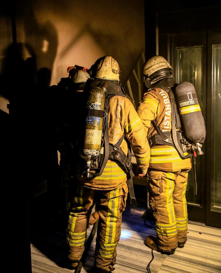 Karaköyde otel yangını - Haberler - İstanbul İtfaiyesi