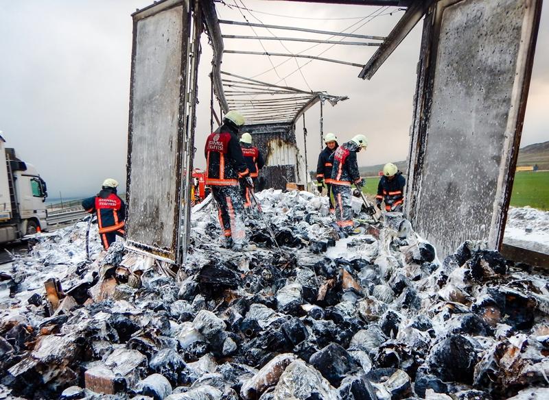 Çatalcada araç yangını - Haberler - İstanbul İtfaiyesi