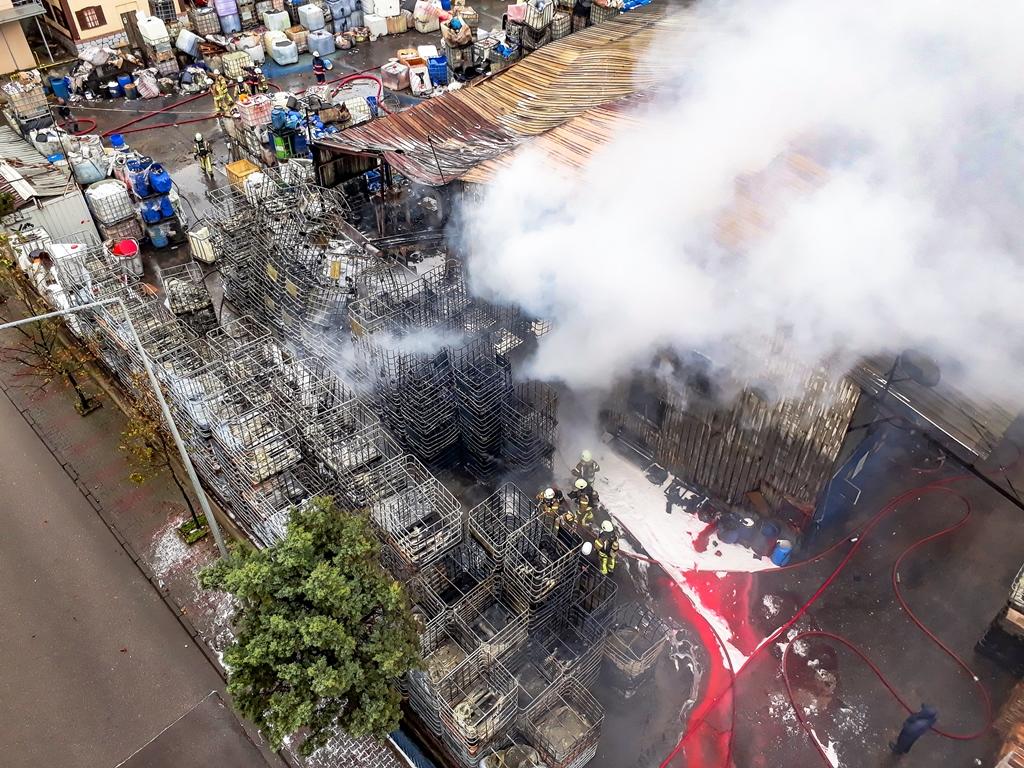 Tuzlada fabrika yangını - Haberler - İstanbul İtfaiyesi