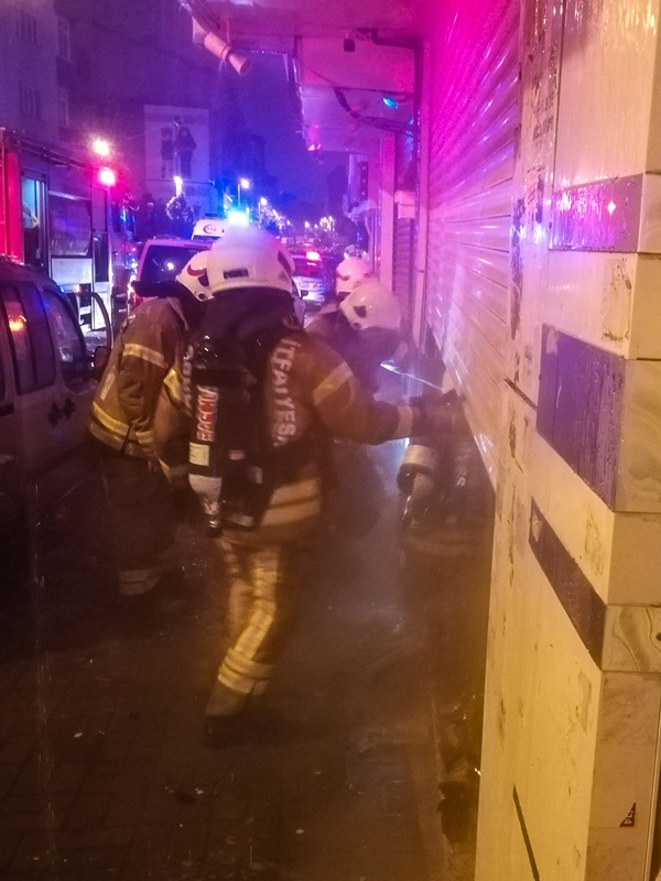 Zeytinburnunda işyeri yangını - Haberler - İstanbul İtfaiyesi