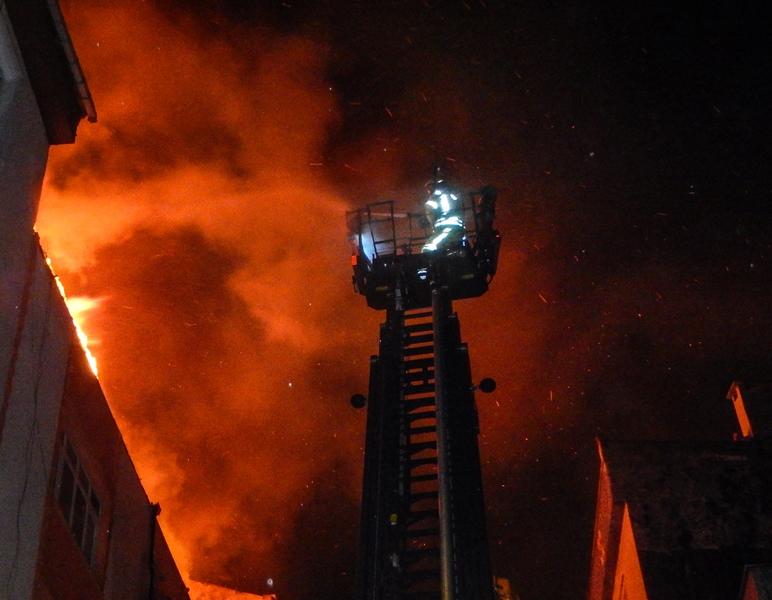 Bağcılarda çatı yangını - Haberler - İstanbul İtfaiyesi