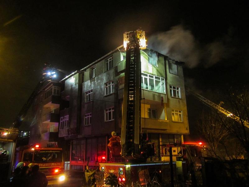 Avcılarda çatı yangını - Haberler - İstanbul İtfaiyesi