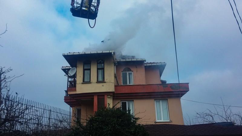 Çavuşbaşında çatı yangını  - Haberler - İstanbul İtfaiyesi