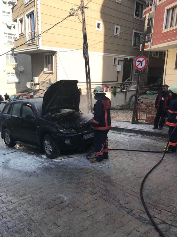 Kağıthanede araç yangını - Haberler - İstanbul İtfaiyesi