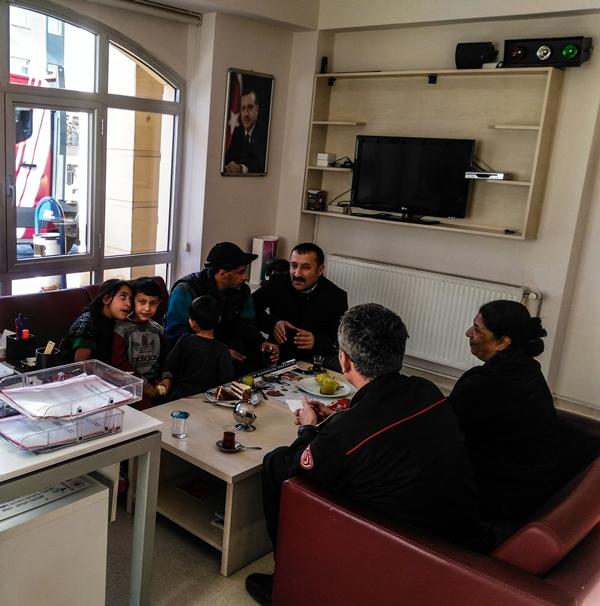 Emir kardeşimiz bizi ziyarete geldi - Haberler - İstanbul İtfaiyesi
