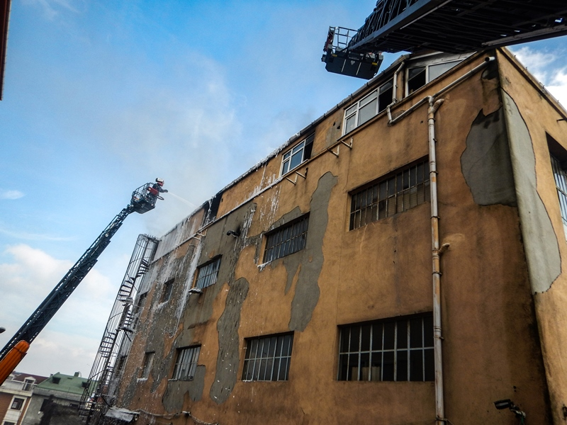 Eyüpte işyeri yangını - Haberler - İstanbul İtfaiyesi