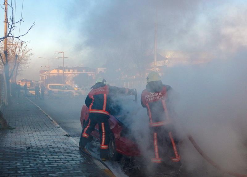 Beylikdüzünde araç yangını - Haberler - İstanbul İtfaiyesi