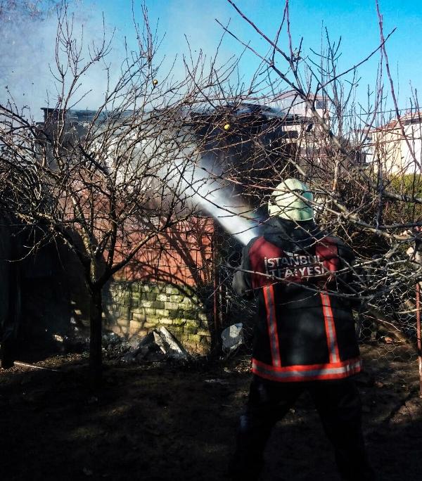 Sultanbeylide baraka yangını - Haberler - İstanbul İtfaiyesi