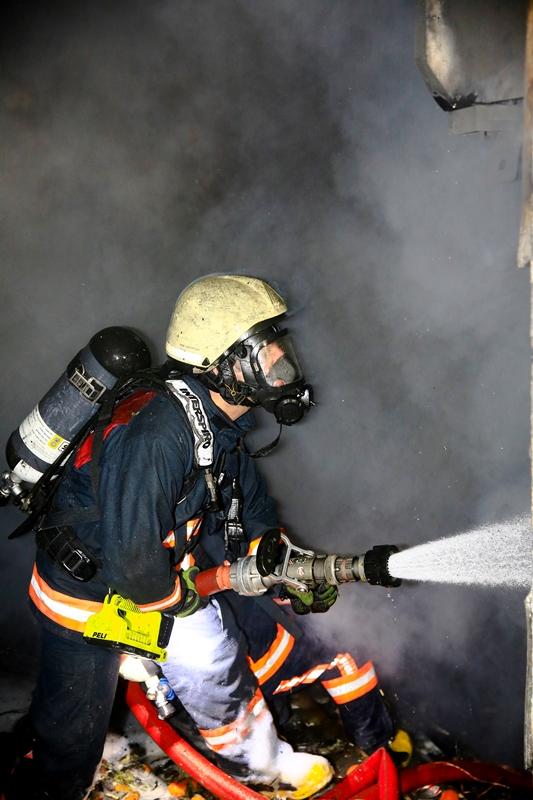 Fatihte iş yeri yangını - Haberler - İstanbul İtfaiyesi