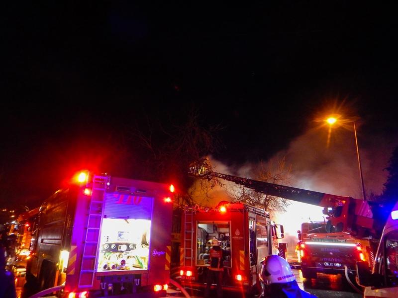 Küçükçekmecede gecekondu yangını - Haberler - İstanbul İtfaiyesi