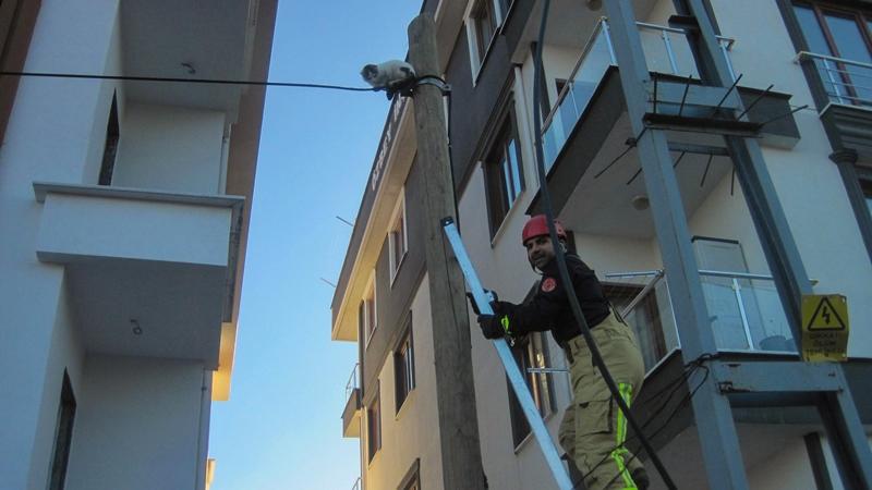Mahsur kalan dostumuza yardım ettik - Haberler - İstanbul İtfaiyesi