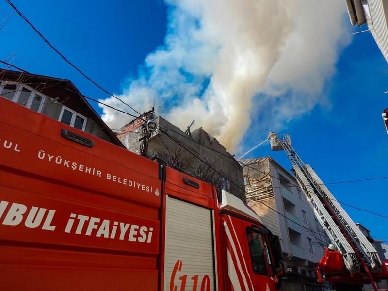 Sultanbeylide çatı yangını - Haberler - İstanbul İtfaiyesi