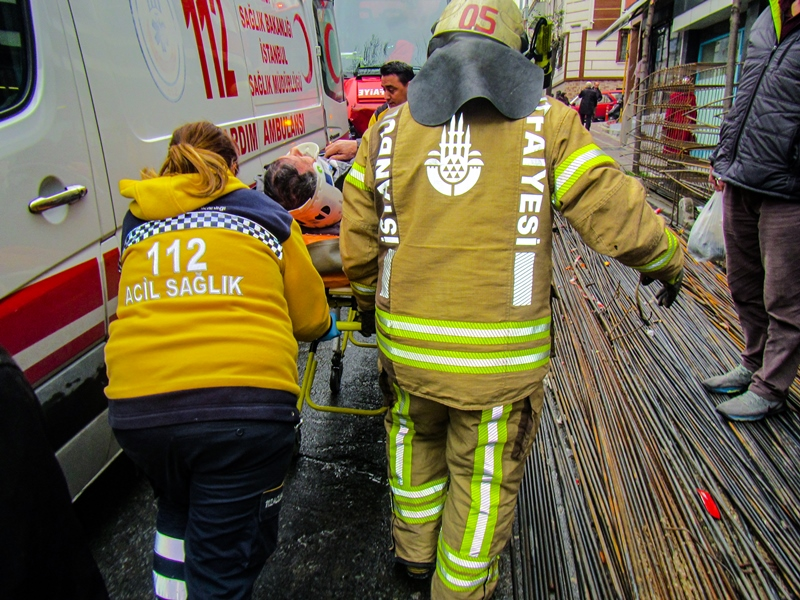 Bayrampaşada insan kurtarma  - Haberler - İstanbul İtfaiyesi