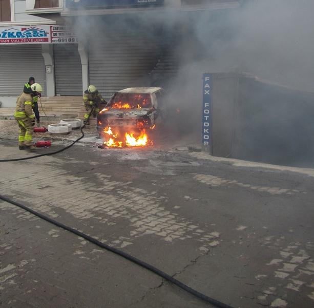 Kayabaşında araç yangını - Haberler - İstanbul İtfaiyesi