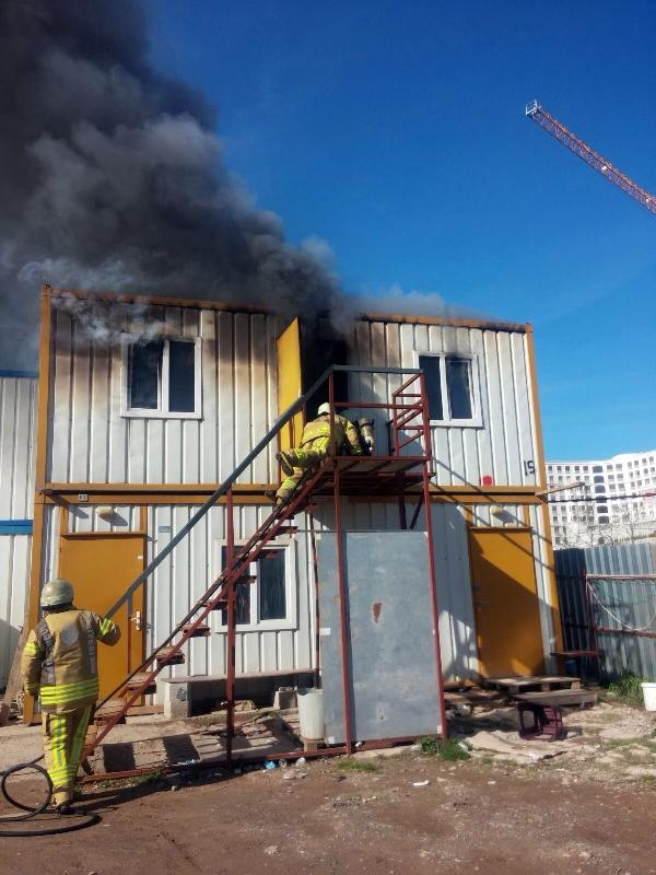 Pendikte konteyner yangını - Haberler - İstanbul İtfaiyesi